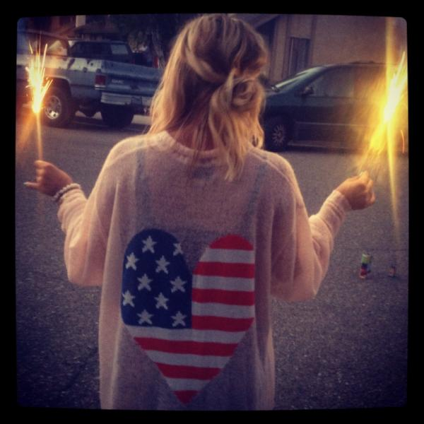 Kaley Cuoco, Mandy Moore, Jameson and O'Day share 4th of July photos