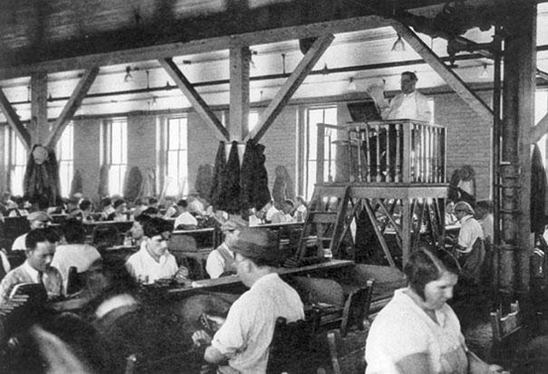 11.) Factory worker lector